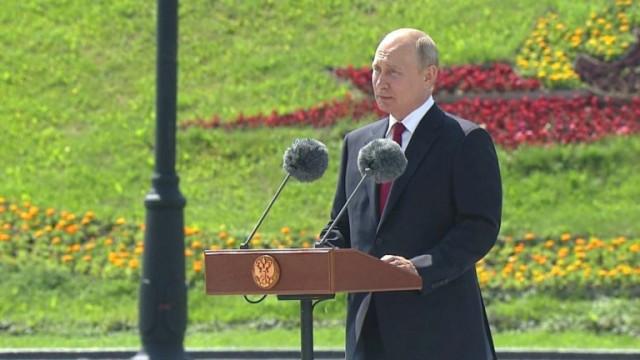 Целият персонал на Кремъл - обратно в офисите, Путин не смее