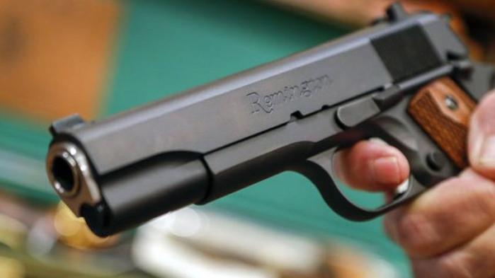 Ученици стрелят с пистолет на купон в Лясковец