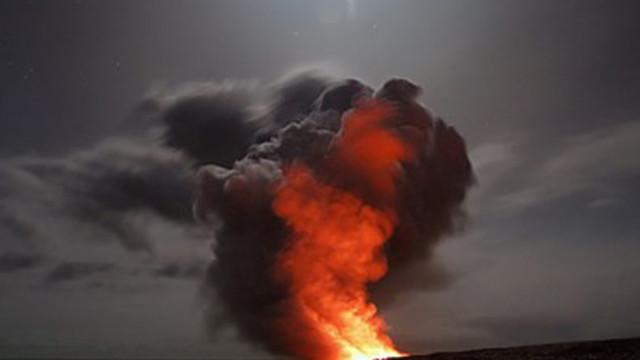Стотици неизвестни досега микроби живеят в киселинната вода на дъното на вулкан
