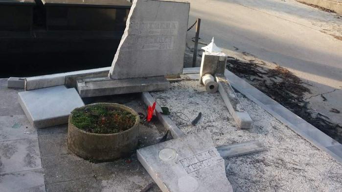Вандали потрошиха паметници в гробищния парк в Аспарухово