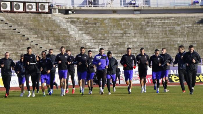 Бой между футболисти на тим от efbet лига