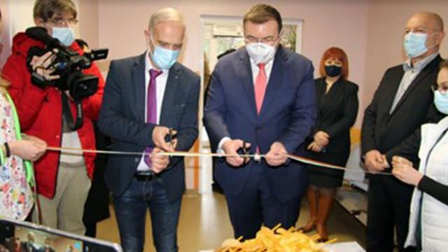 Министър Ангелов няма да отстъпва пред ресторантьорите