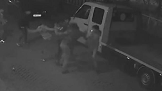 Тийнейджъри нападнаха мъж в Пловдив (ВИДЕО)