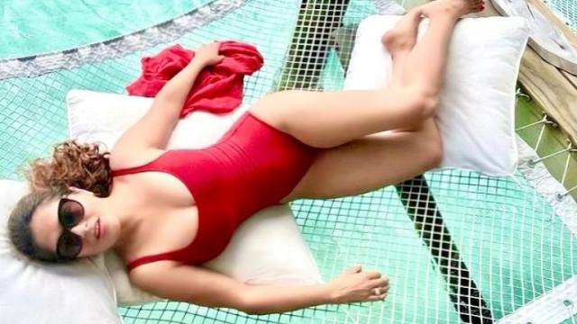 Салма Хайек и новите ѝ снимки по бански
