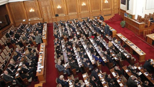 Парламентът прие шефовете на болници пак да могат да лекуват