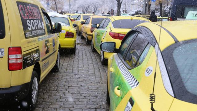Таксиджийте искат отворени заведения, за да работят