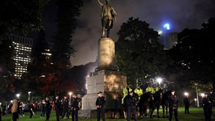 Арестуваха две жени в Сидни след поругаване на паметник на капитан Кук