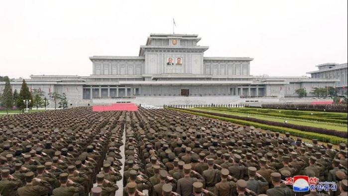КНДР стяга армията срещу Южна Корея