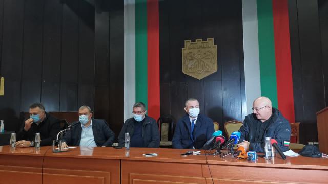 Министър Димитров: Тръбопровода е поправен, няма излив в езерото