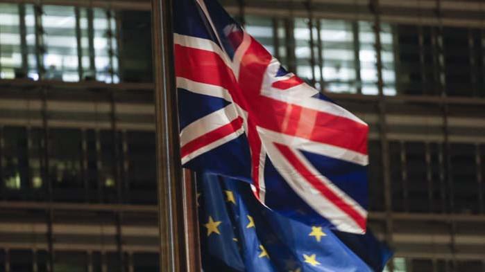 Повечето британци подкрепят удължаване на преходния период с ЕС