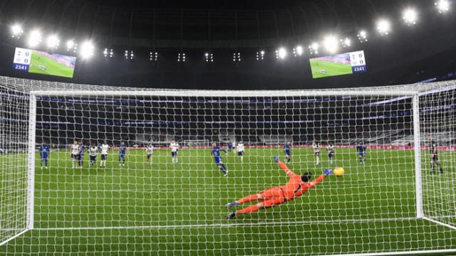 Челси нанесе трета поредна загуба на Тотнъм в Премиършип