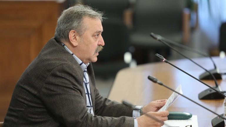 Кантарджиев: Няма да допуснем кривата да тръгне нагоре