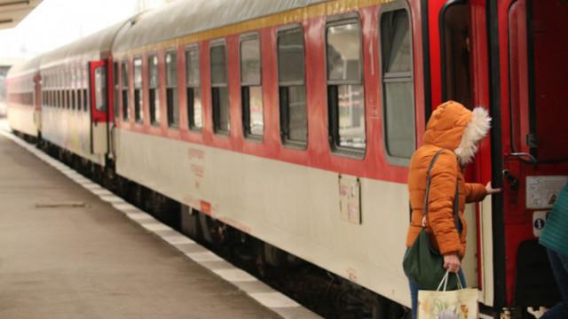 Две момичета са ранени след замеряне на влак с камъни