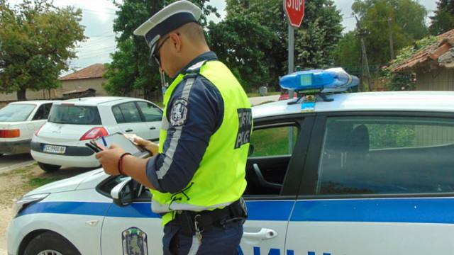 Жена се опита да подкупи със 100 лева полицаи, докато те провеждат специлизирана акция
