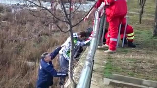 Младеж е в болница след падане в река Бистрица