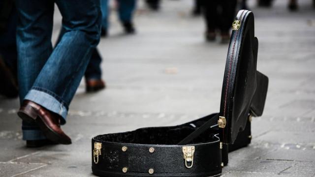 Младеж бе осъден за извършен грабеж над уличен музикант във Варна