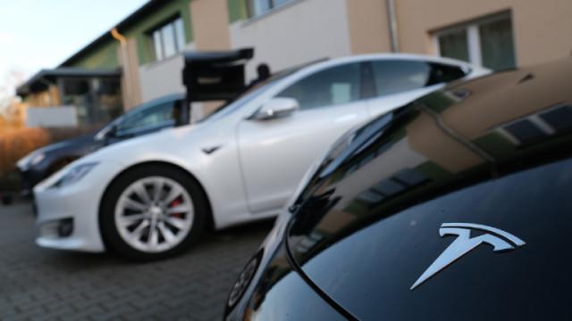 Tesla, инвестицията в биткойни и скокът в цената на криптовалутата