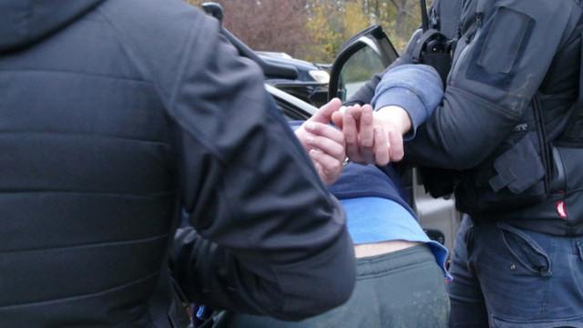 """Задържаха осъждан шофьор за превоз на нелегални мигранти на АМ """"Тракия"""""""