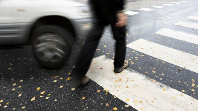Общинска кола за разнос на храна блъсна пешеходец в Хасково