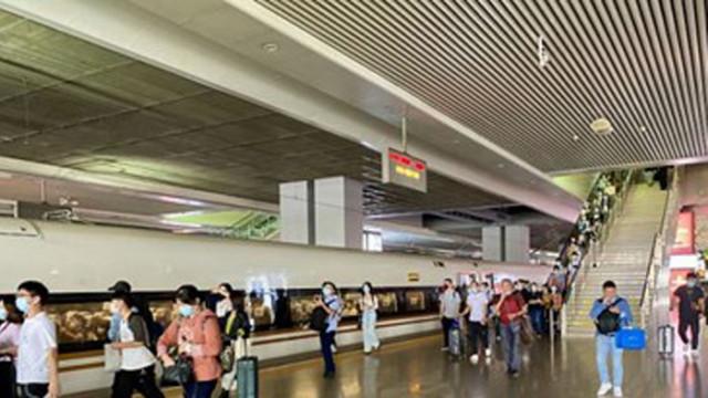 Пътуванията с влак през празничния период в Китай са спаднали рязко