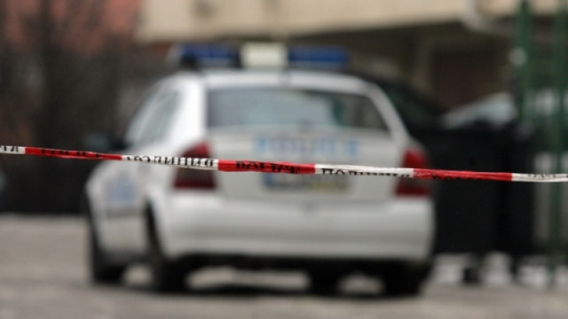 Полицията на крак заради труп на мъж в апартамент във Варна