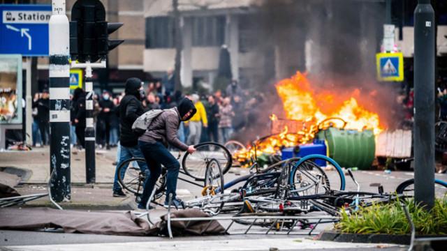Холандски съд разпореди правителството да отмени полицейския час