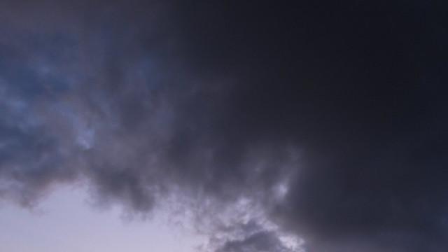 Остава облачно, на места - мъгливо