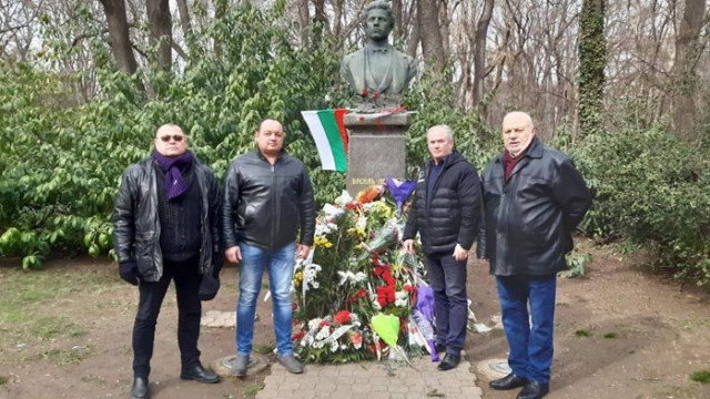 СДС Варна почете паметта на Апостола на свободата Васил Левски