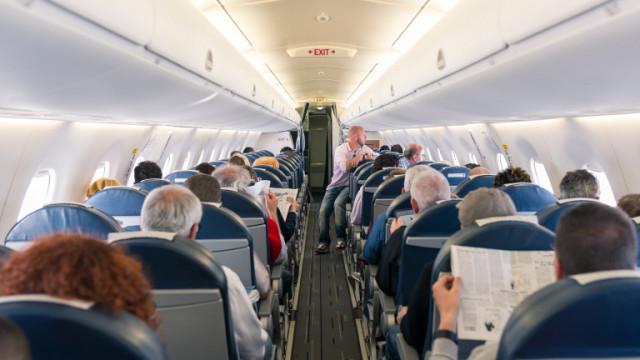 Самолетите, списанията на борда и ще останат ли в историятa