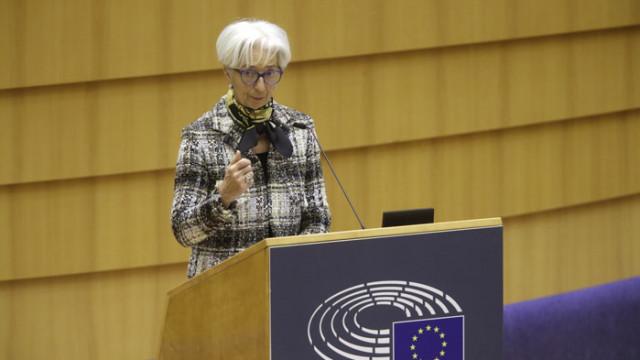 Лагард: Правителствата да не намаляват брутално стимулиращите мерки