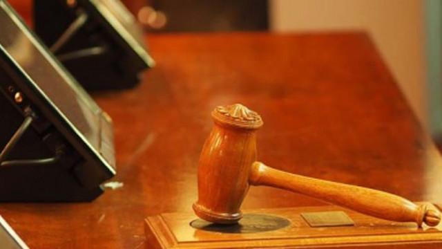 Съдят медицинска сестра, теглила пари от дебитна карта на пациент след смъртта му