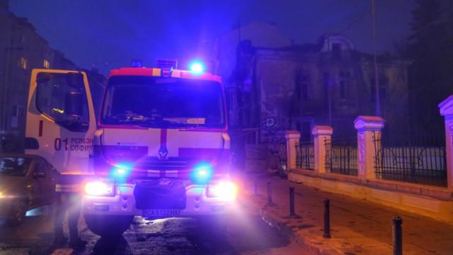 Пожар в жилищен блок в София, има пострадал