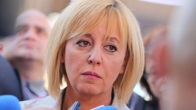Отложиха делото на Манолова срещу Борисов