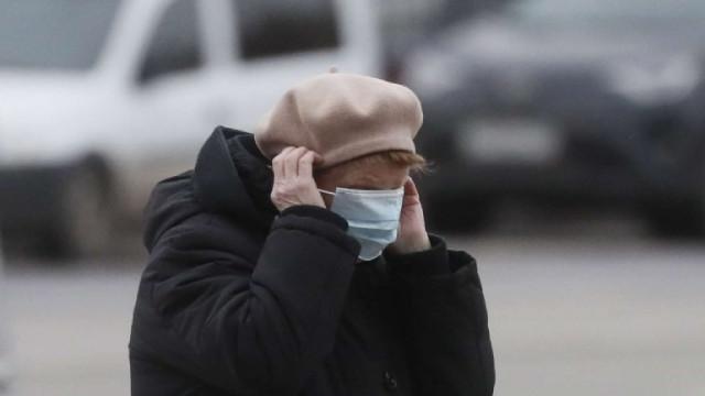 В Чехия вече е задължително носеното на две маски или една с висока защита