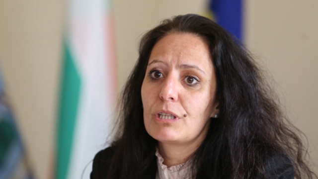 Станиславова получила 7 хил. лв. от проекта за възрастните, ДБ свали доверието си