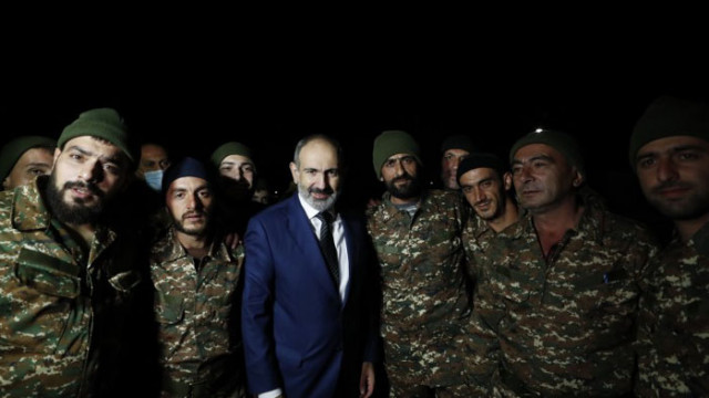 Арменската армия поиска оставката на премиера, Пашинян нарече действията им военен преврат