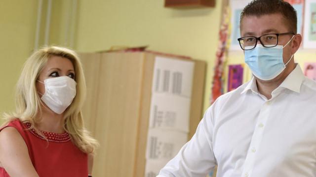 """Лидерът на ВМРО-ДПМНЕ Християн Мицкоски е """"женен за българка"""""""