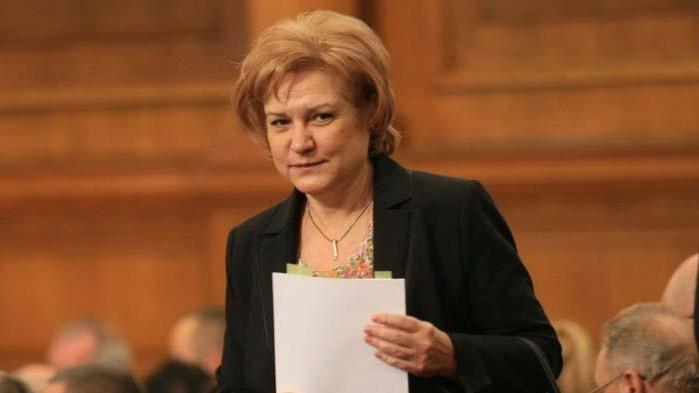 Менда Стоянова: Манипулациите с шаржове и клипчета няма да съборят правителството