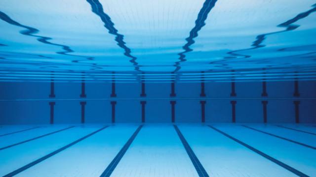 Родители с подписка заради забавен ремонт на басейн във Варна