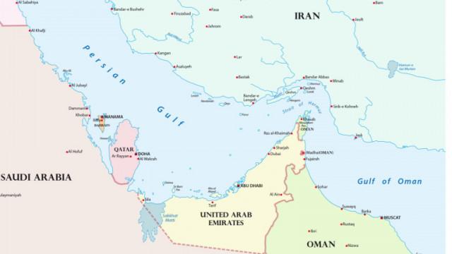 Кораб, превозващ коли, избухна в Оманския залив