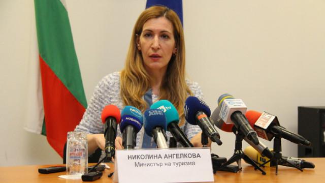 Министър Ангелкова: От 26 юни очакваме първите чартърни полети с чуждестранни туристи