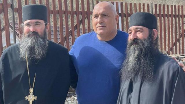 Съветници на Радев бесни, че Борисов е тачен от църквата