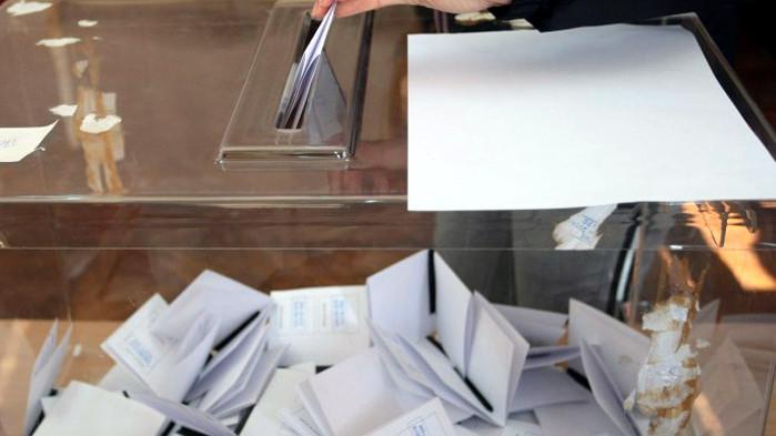 """5 седмици преди изборите: ГЕРБ води с 3. 3 % пред БСП, сочи проучване на """"Медиана"""""""
