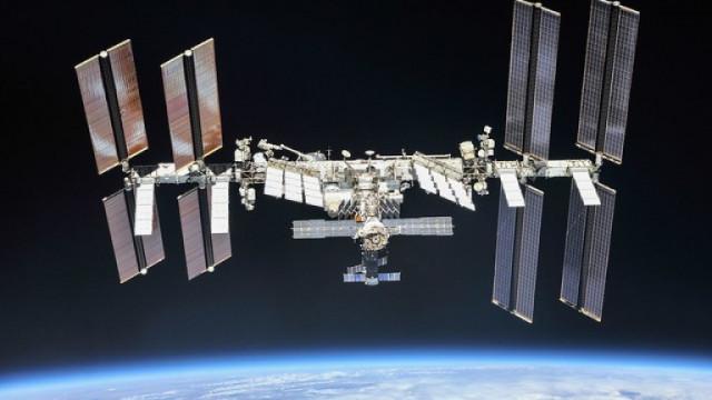 Астронавти на НАСА започнаха 6-часова космическа разходка (ВИДЕО)