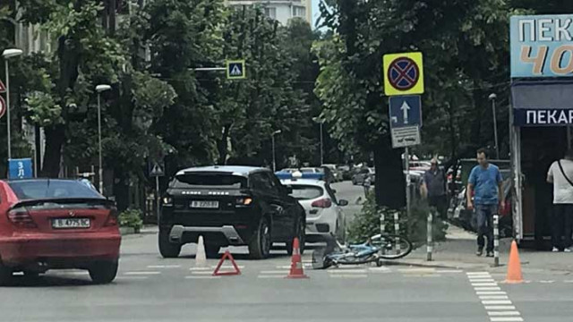 Катастрофа прати колоездач в болница (СНИМКИ)