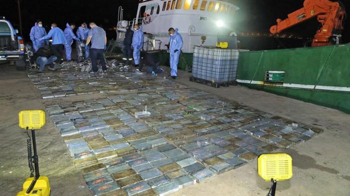 Арестуваха четирима българи в Южна Африка за трафик на кокаин за милиони