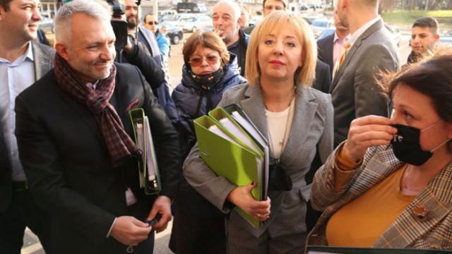"""Панделиева: Как ще звучи поканата: """"Мая Манолова, Изправи се, Мутри вън!""""..."""