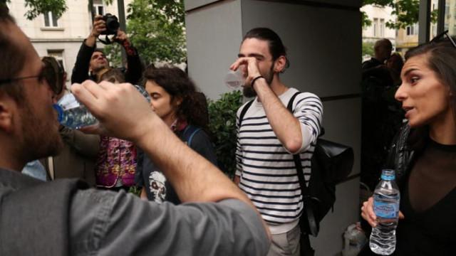Артисти пиха по една студена вода пред Министерството на културата