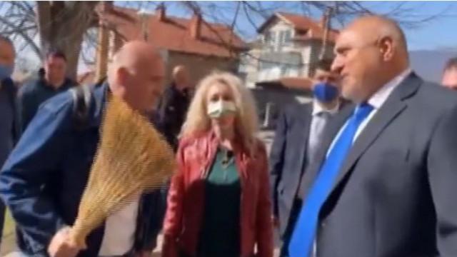 Мъж към Борисов: Като гледам как те мачкат, ако бях на теб, нямаше да ги търпя (ВИДЕО)