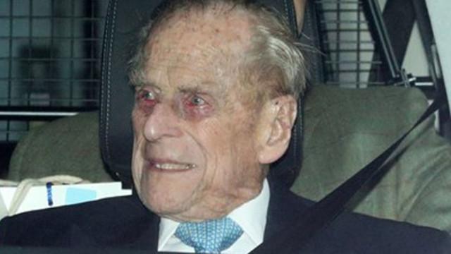 Принц Филип е преместен обратно в частна болница
